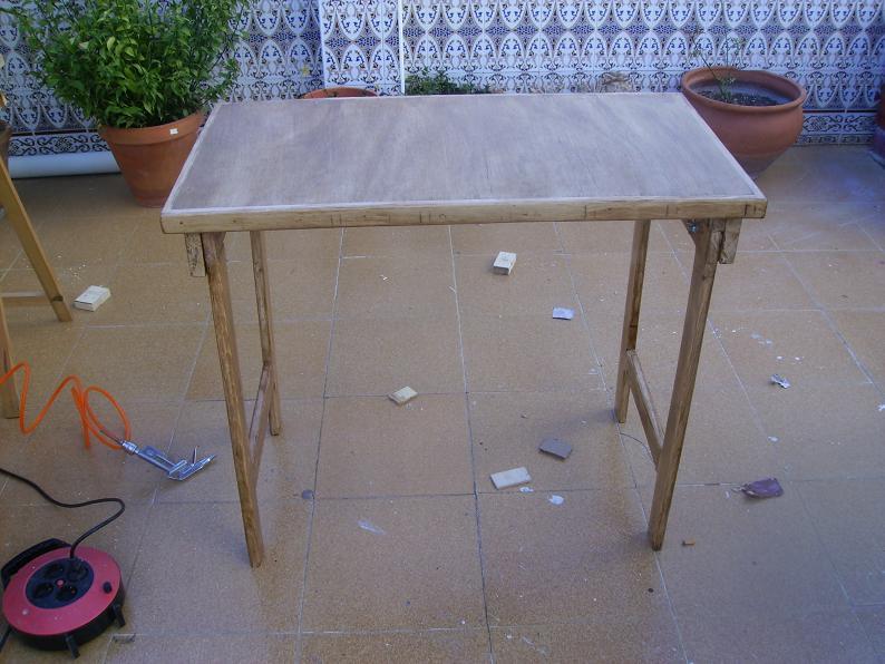 Una mesa plegable para la caseta de mi hijo... y una pequeña historia. 16gfon8