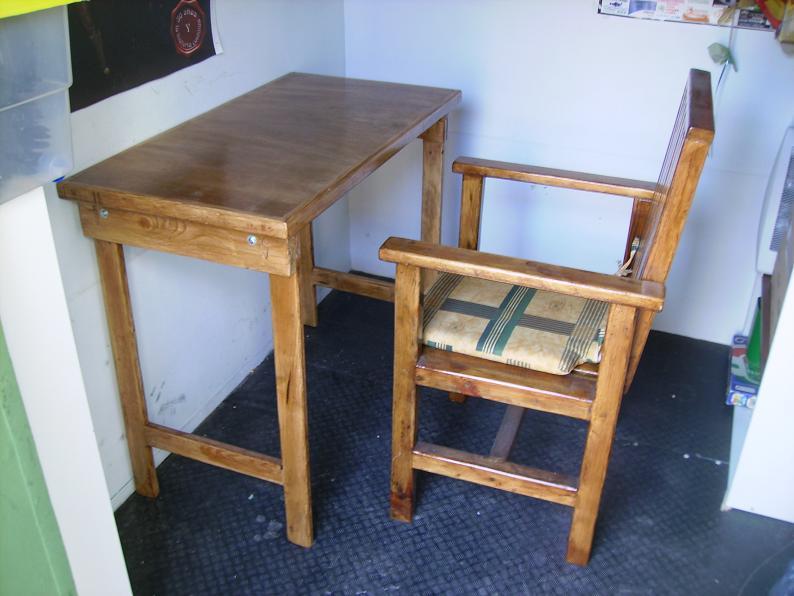 Una mesa plegable para la caseta de mi hijo... y una pequeña historia. 1f8oyd