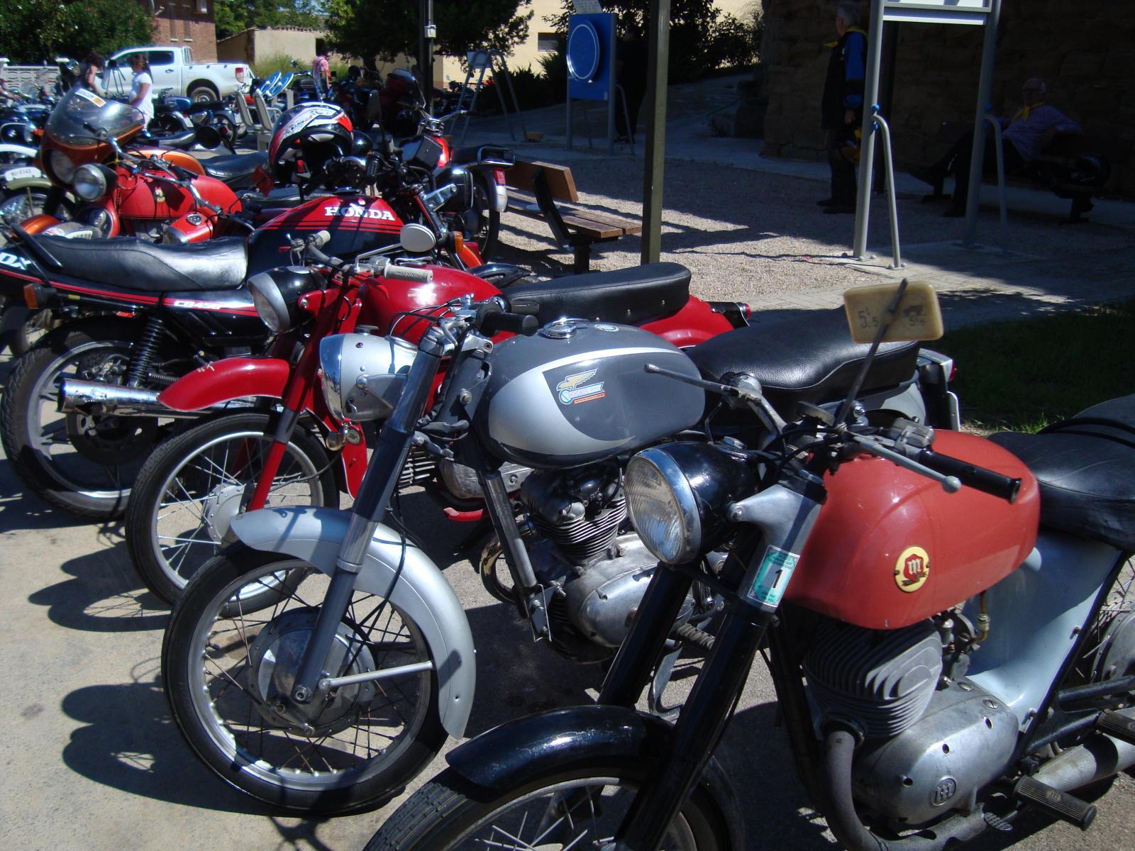 XI concentracion de motos antiguas en Alberuela de tubo (Huesca) 25k4sgy