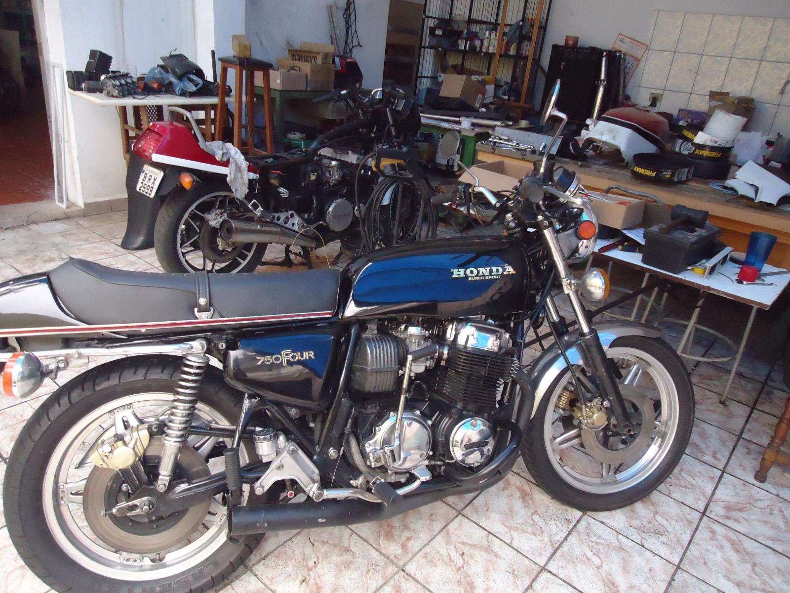 vendo cbx magia Negra ano 1988 o Shopping das Galos www.fenixcbx750.com.br ( Moto Vendida ) 28tcfo7