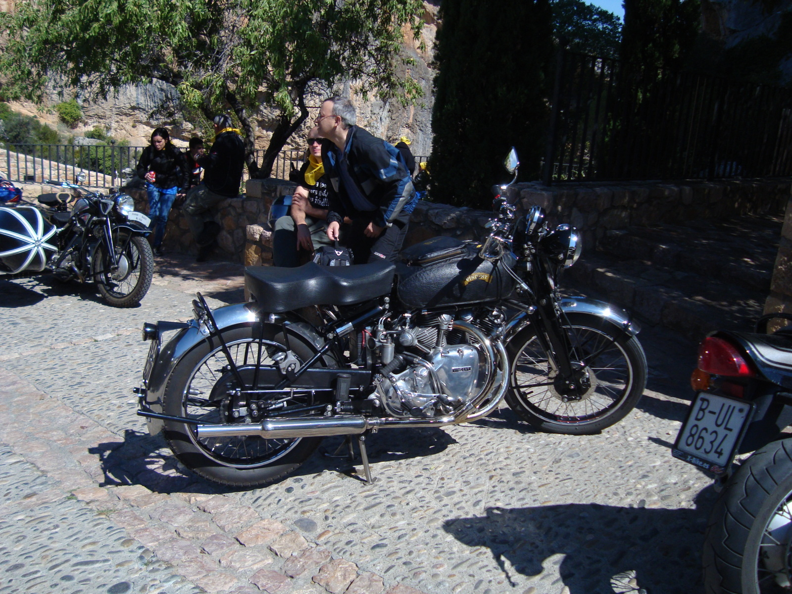 XI concentracion de motos antiguas en Alberuela de tubo (Huesca) 2dh781w