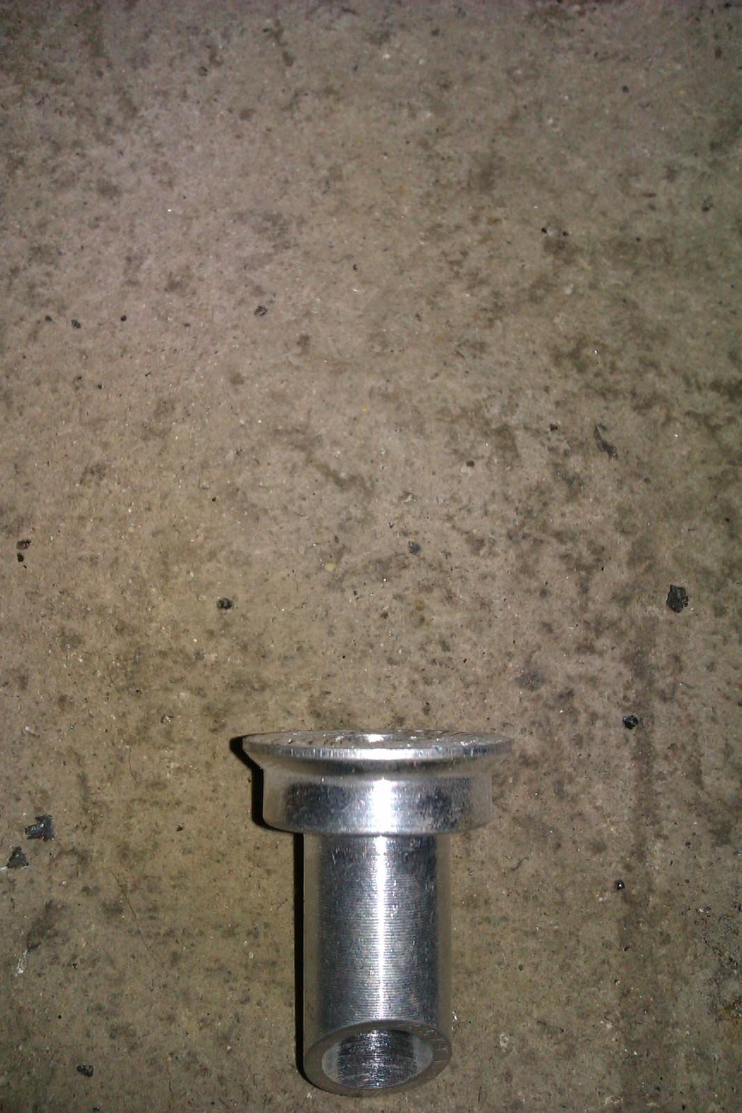 alguien sabe si existe recambio de la barra estabilizadora el bulon del chasis? 2u9pdvm