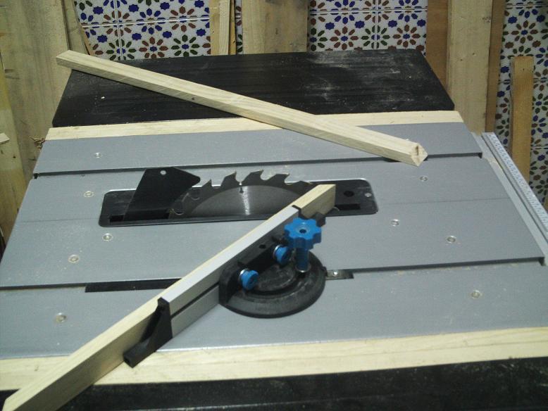 Una mesa plegable para la caseta de mi hijo... y una pequeña historia. 6td6cp