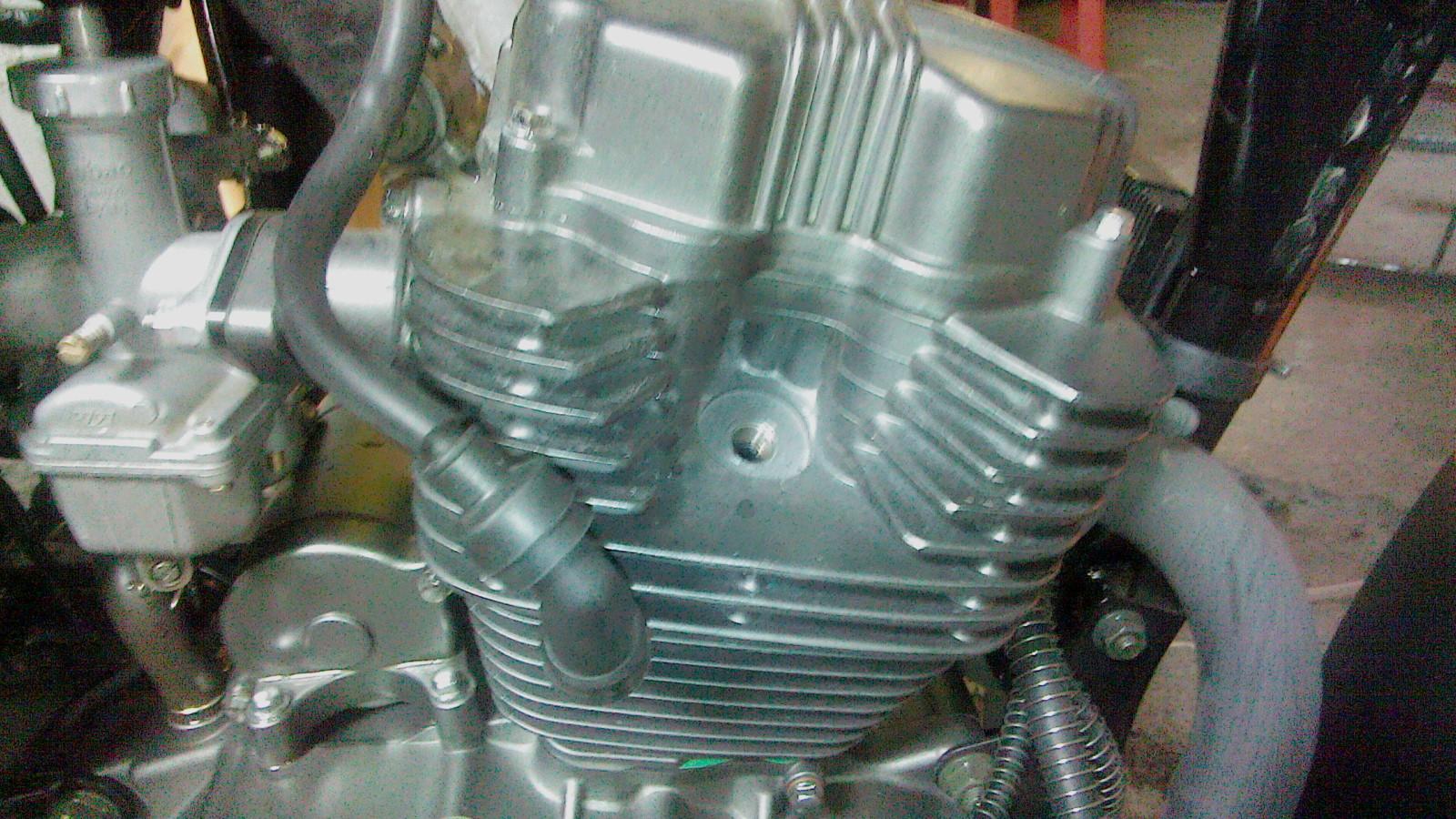 Ajuste de valvulas y mantenimiento filtro de aire a mi RKV200!! Icol5g