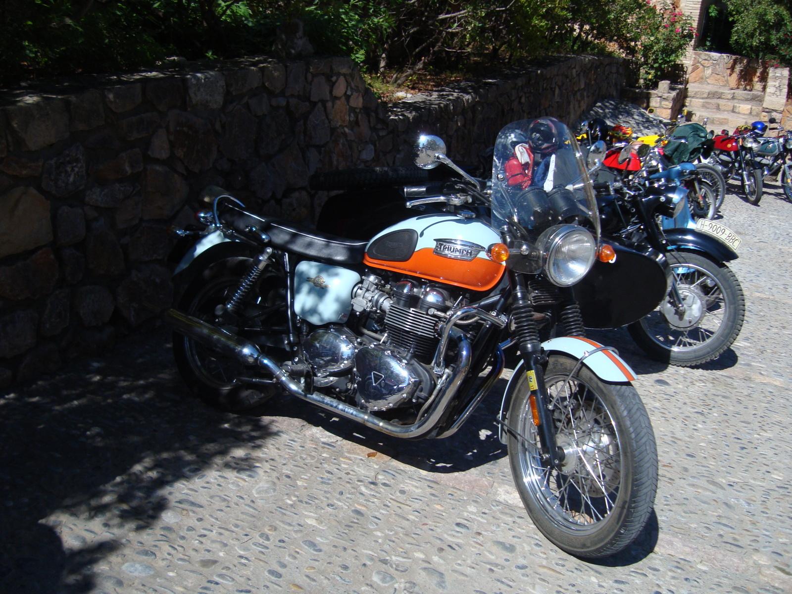 XI concentracion de motos antiguas en Alberuela de tubo (Huesca) 20u1zqw
