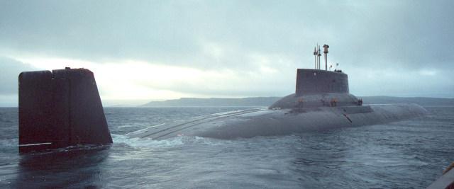 """Sous-marins """"Projet 941 Akula"""", insignes et médailles 29mt0mu"""