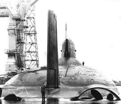 """Sous-marins """"Projet 941 Akula"""", insignes et médailles 2d2i352"""