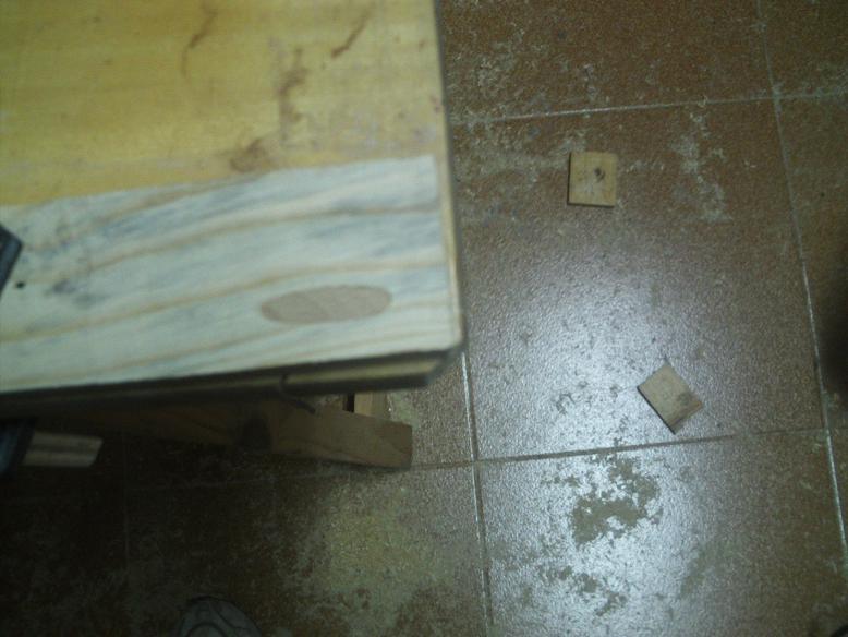 Una mesa plegable para la caseta de mi hijo... y una pequeña historia. 2lcvgw8