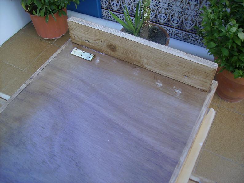 Una mesa plegable para la caseta de mi hijo... y una pequeña historia. 334it1f