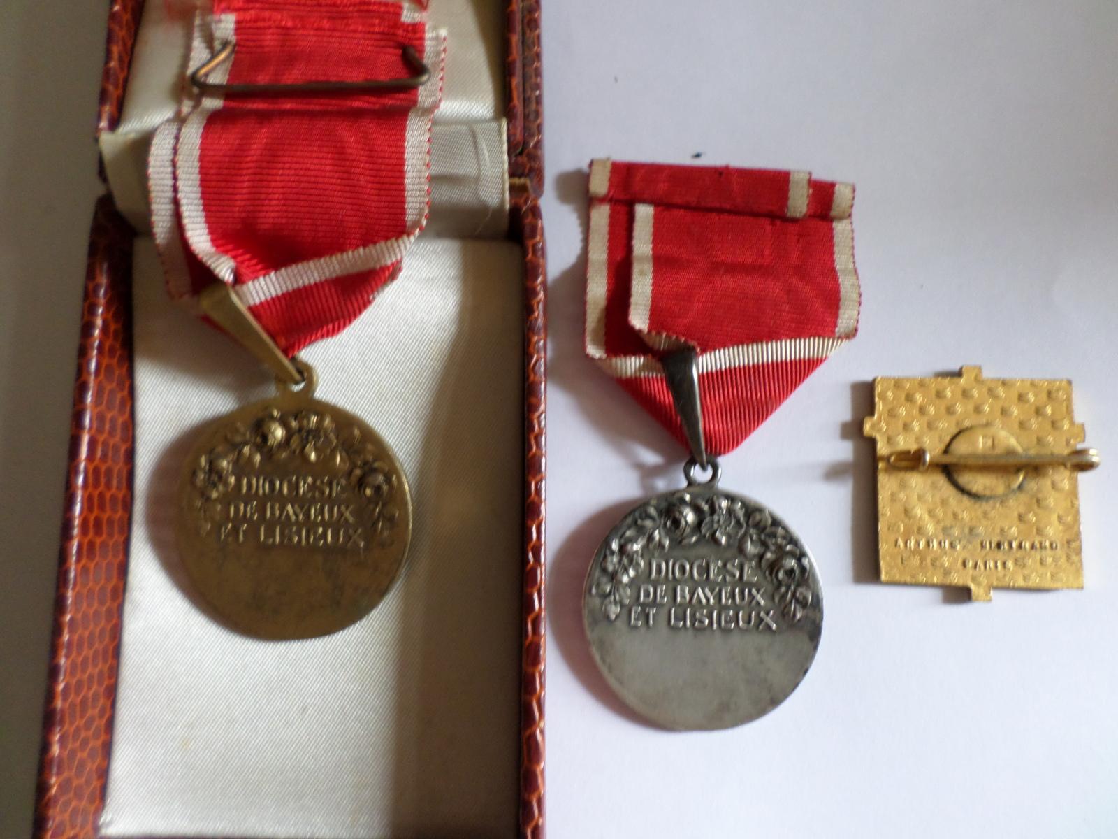 Médaille diocèse Bayeux et Lisieux 35b5w5d