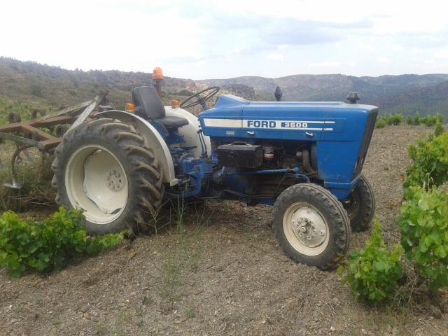 [Ford 3600]  Arando la viña y pasquali 35krams