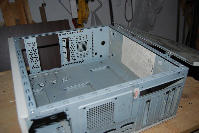 Caja metálica, hecha con caja de ordenador 9gxaoh