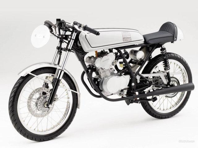 La réplica de la Honda Dream  Dccygo