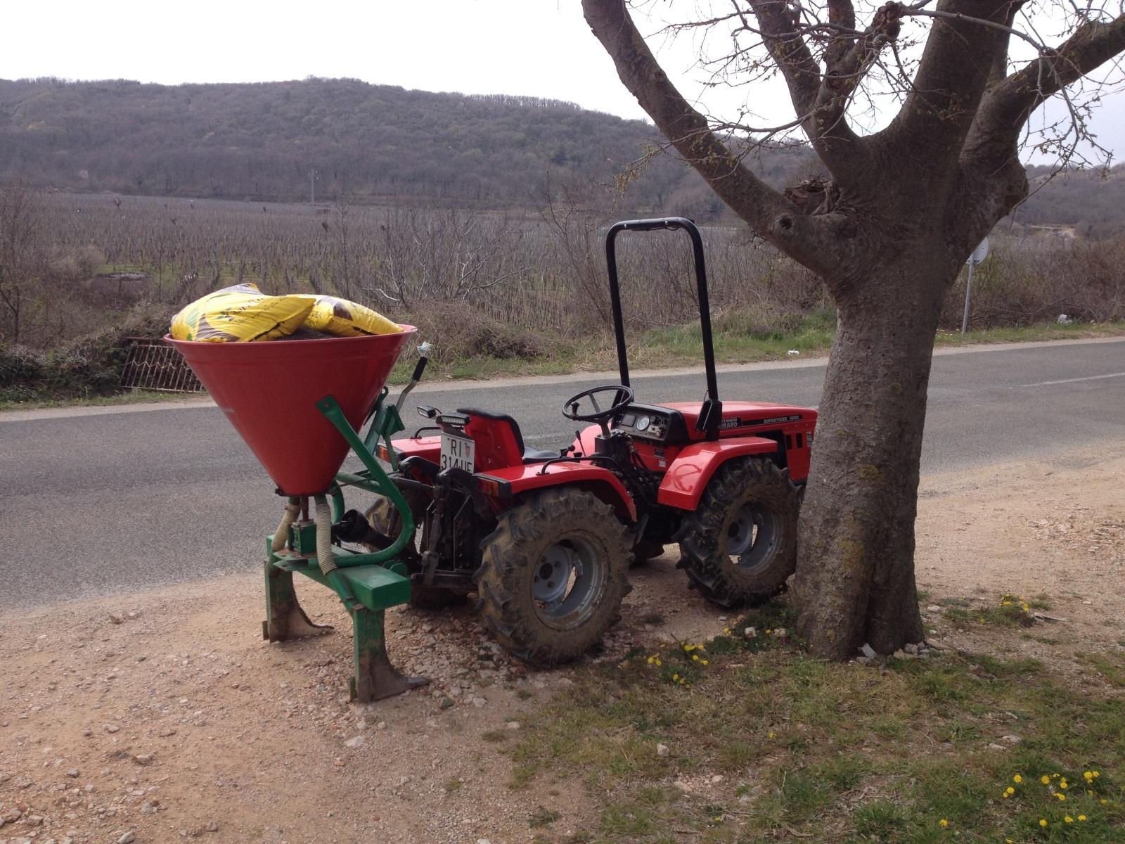 Radovi & poslovi u vinogradu - Page 3 Mtnf6c