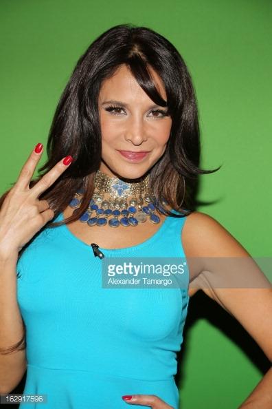 Lorena Rojas/ლორენა როხასი - Page 8 Zoc1w2
