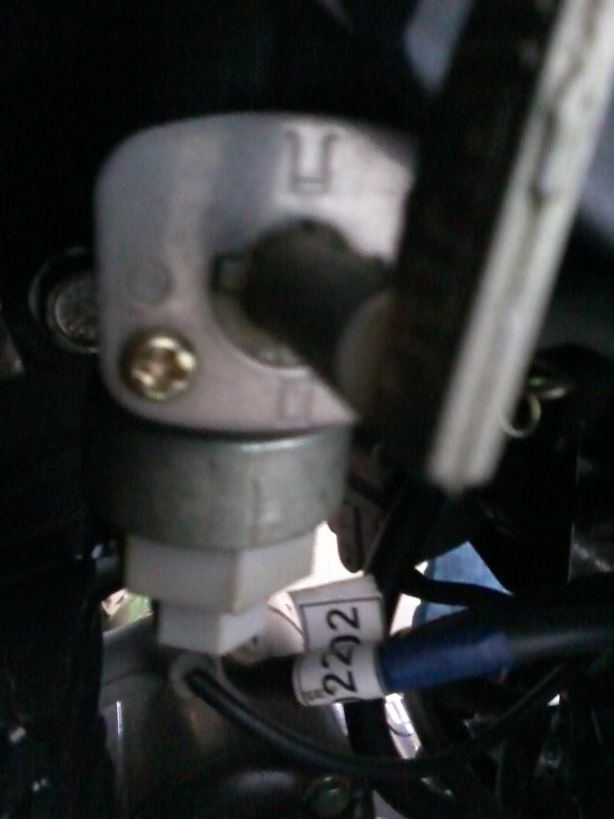 Posición de la llave de combustible. 260y8w5