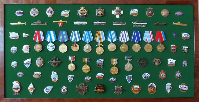 """Sous-marins """"Projet 941 Akula"""", insignes et médailles 28q97k"""