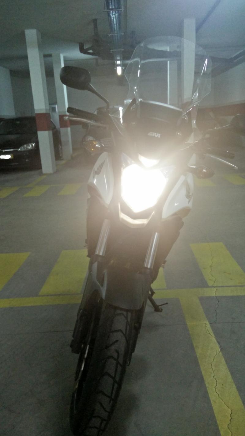 Substituição da lâmpada do farol 2dtr69c