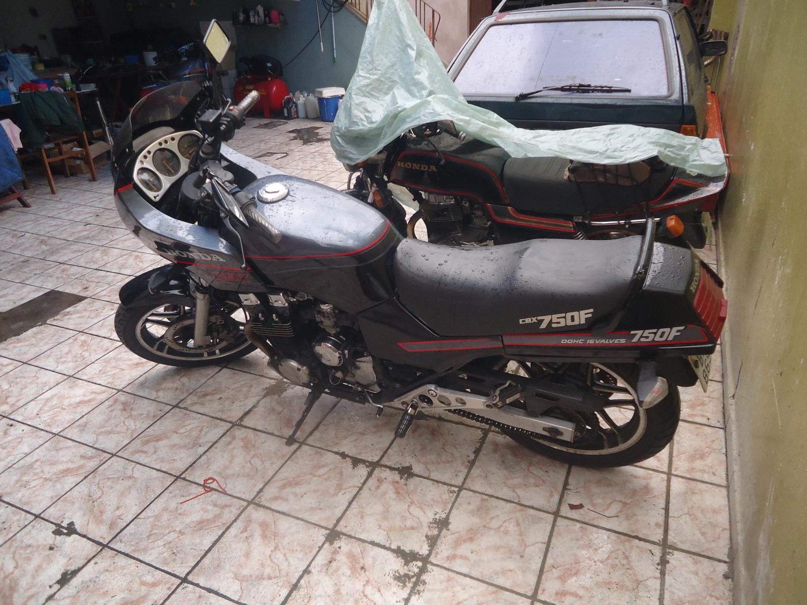vendo cbx magia Negra ano 1988 o Shopping das Galos www.fenixcbx750.com.br ( Moto Vendida ) 2ec0vg4