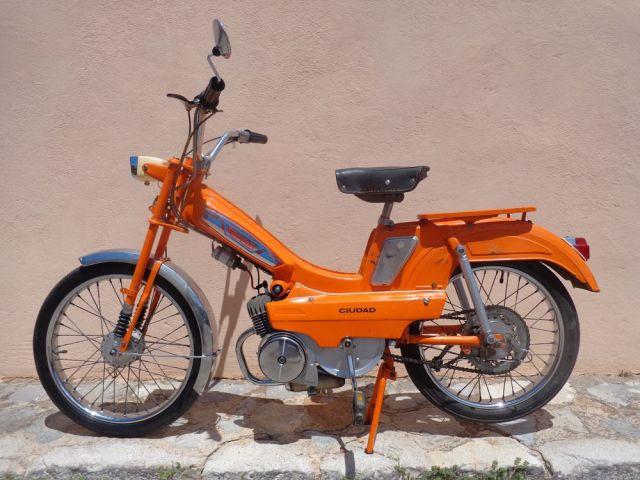Buscamos moto, ciclomotor o scooter  de 50 c.c a 125 para Filmación de anuncio de TV.. En MALLORCA. 2ih3rco