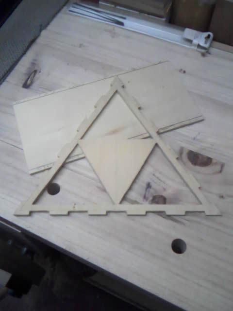 Lámpara en madera calada 2z4erlg