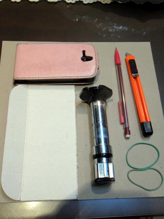 Como fabricar una barata super-lupa con el teléfono móvil. 34njqmp