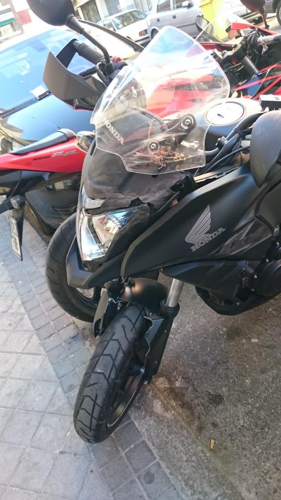 Caida de moto con rotura de maneta y pedal doblado. 4l6ce0