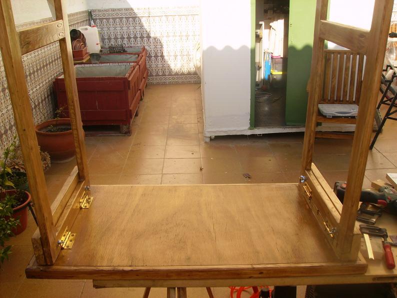 Una mesa plegable para la caseta de mi hijo... y una pequeña historia. Jl4inm