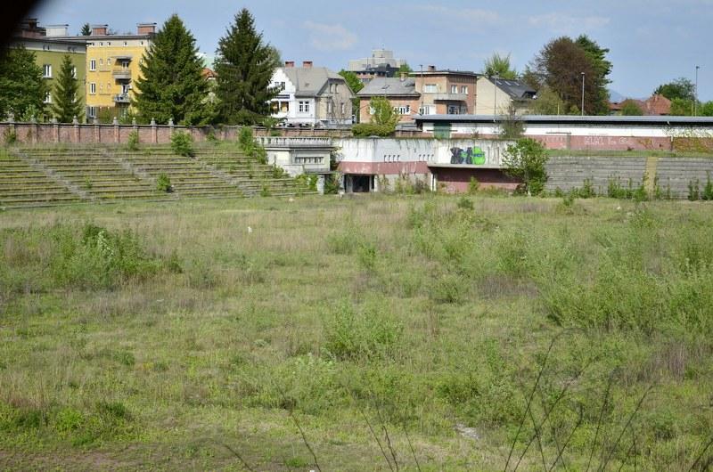 Ljubljana, kasarna 'Ljubo Šercer' - vezisti - Page 3 Mwv1o8