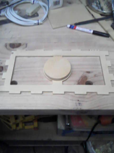 Lámpara en madera calada S5zo04