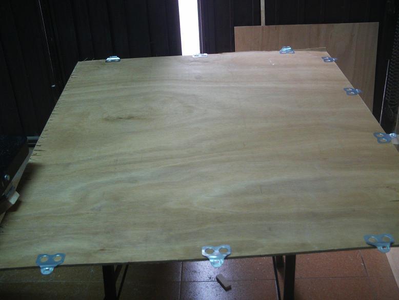 Una mesa plegable para la caseta de mi hijo... y una pequeña historia. 108hfmu