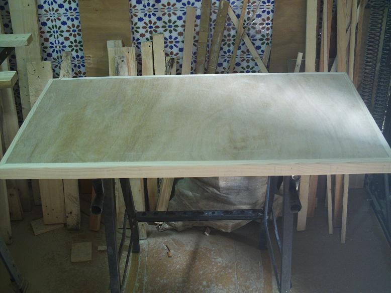 Una mesa plegable para la caseta de mi hijo... y una pequeña historia. 10x54ix