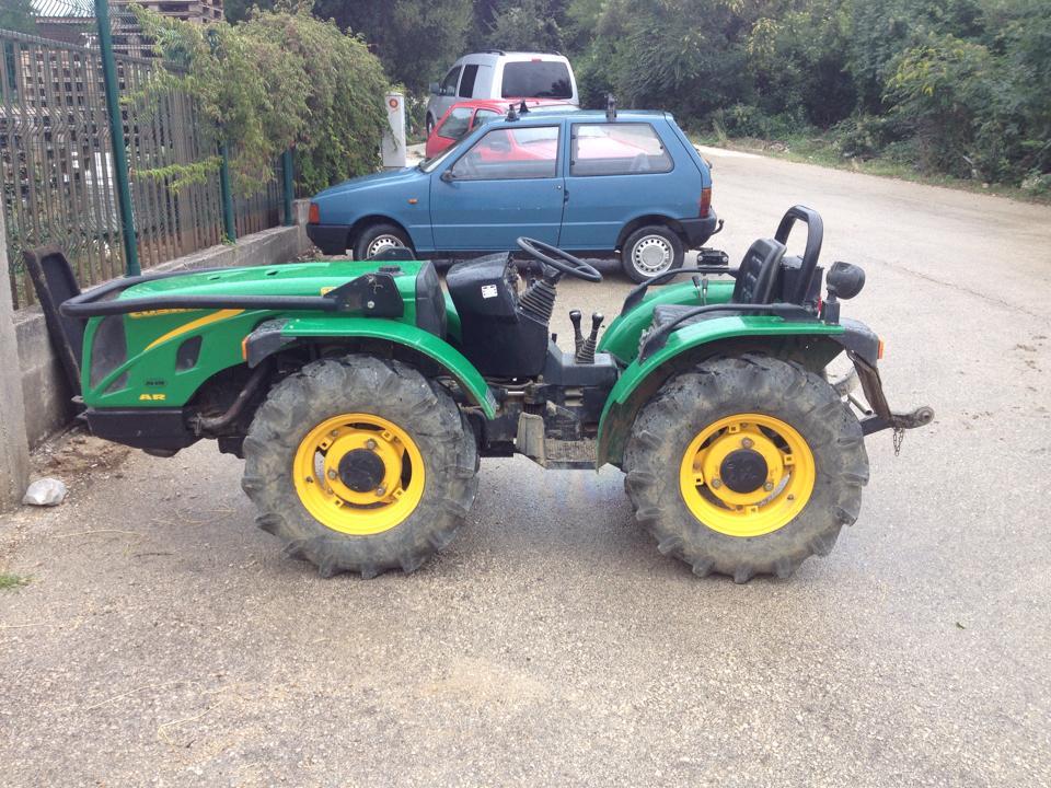 Traktori Ferrari opća tema traktora 2e30klh