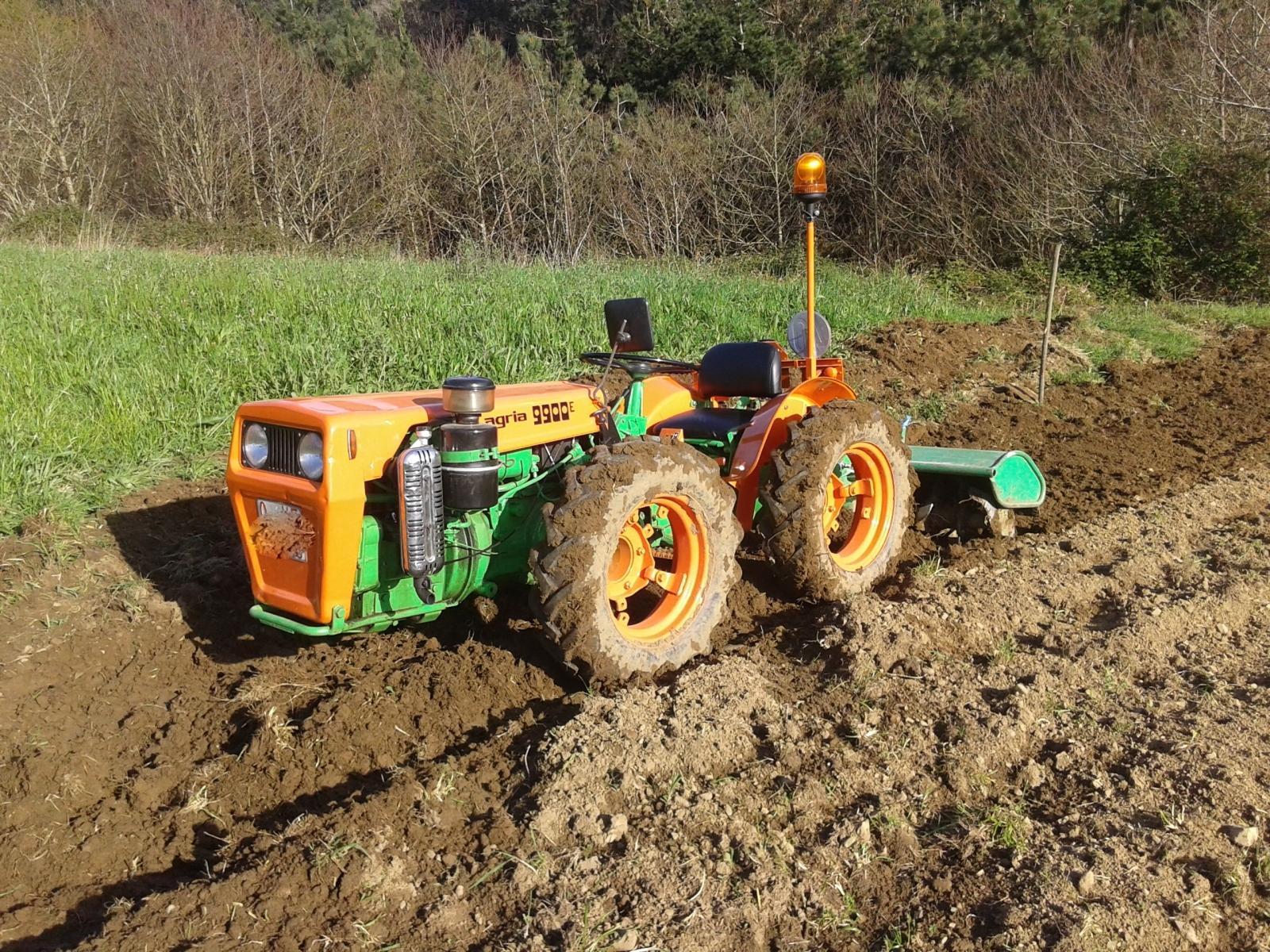 Fotos de agria 9900 E Y dumper Ausa Abr21v