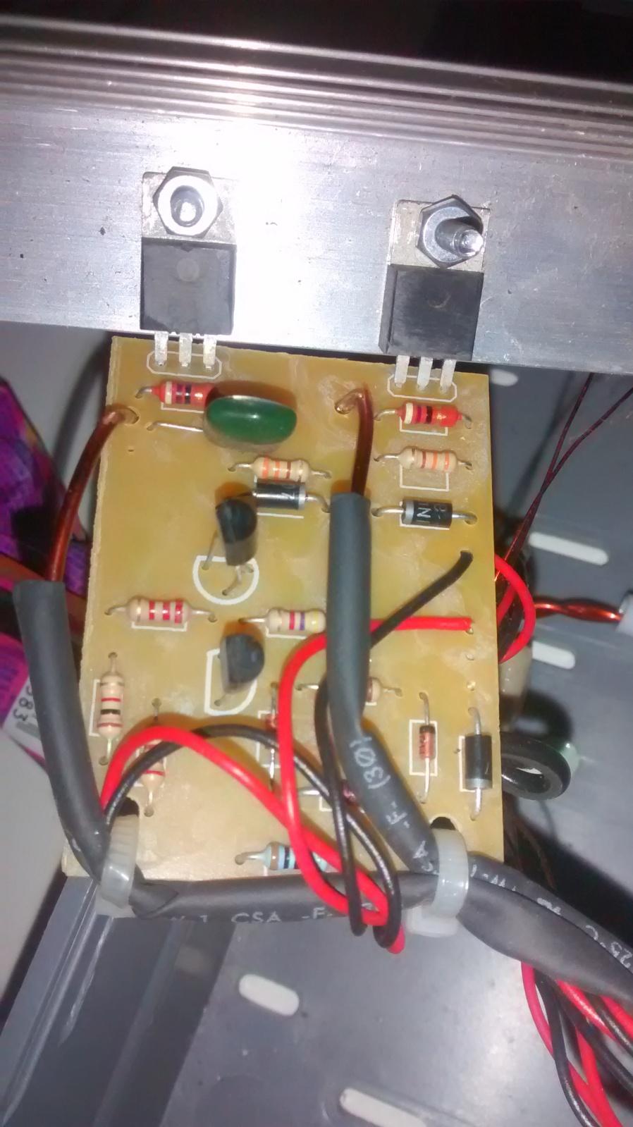 Ajuda com Carregador de baterias flutuador, com mosfet Eu1v1t