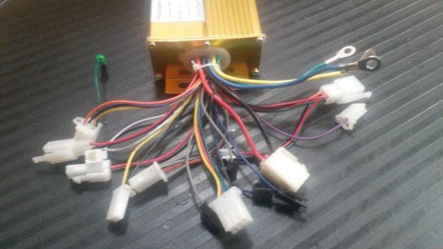 Necesito ayuda con los conectores de este controlador chino Hvq8wj