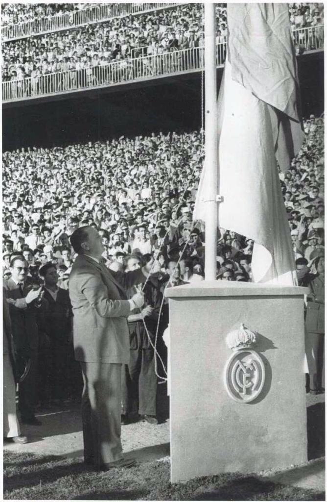 Don Santiago Bernabéu, maestro de madridismo - Página 4 Igyu4y