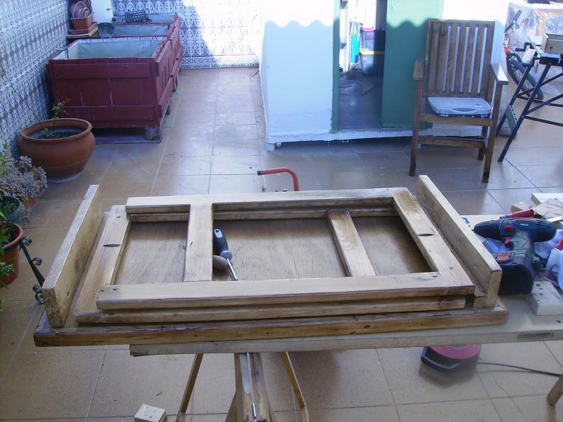 Una mesa plegable para la caseta de mi hijo... y una pequeña historia. Jkw304