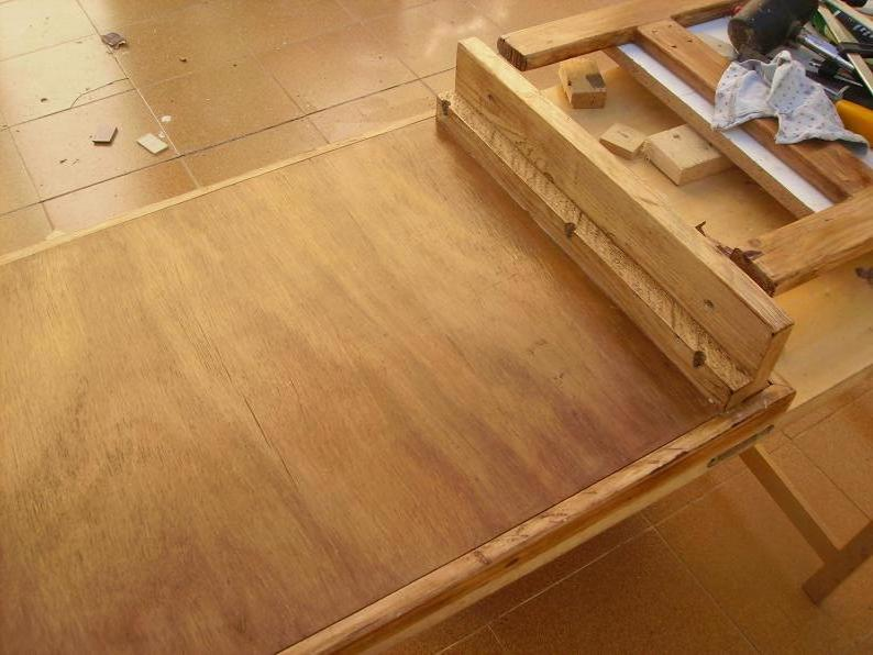 Una mesa plegable para la caseta de mi hijo... y una pequeña historia. T0lpcl