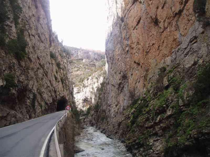 Benasque, paraiso del senderismo y las rutas en moto por el pirineo aragonés. W7zn9z