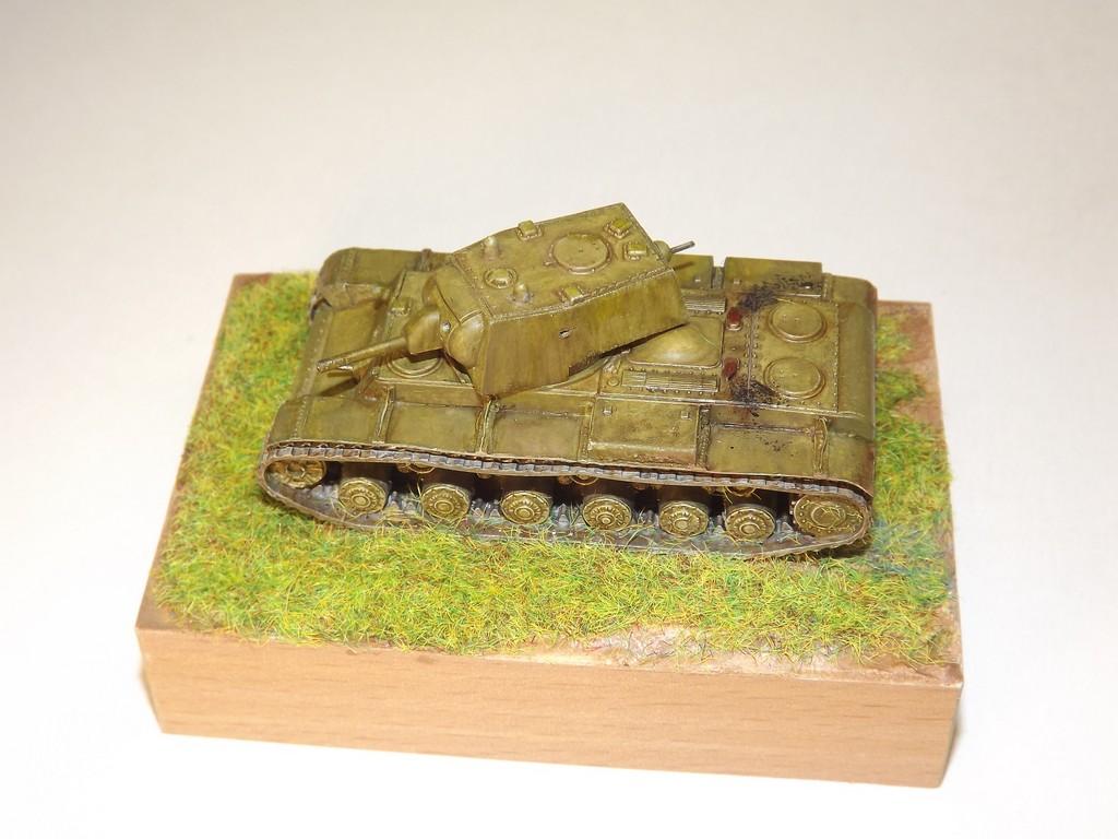 КВ-1 обр.1940 г. с пушкой Л-11  1/100 Звезда 14jnigm