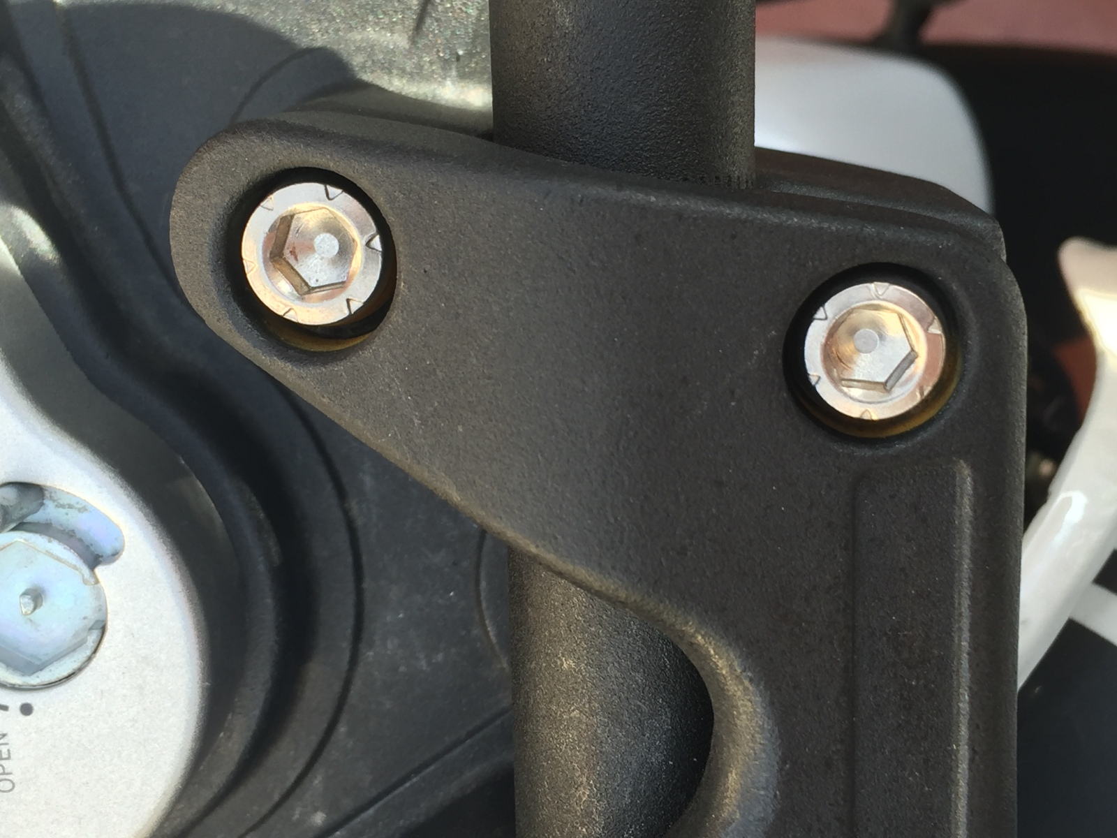 Tornillos oxidados Keeway RKV 125 23ux01i