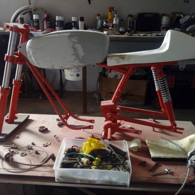 ¿Como quitarle los pedales a Ducati 48 TS? 2agu64y