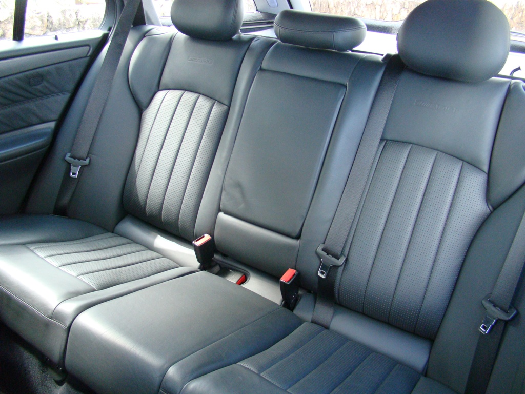 W203 C32 Touring AMG 2001 - R$ 79.000,00  2mev58j