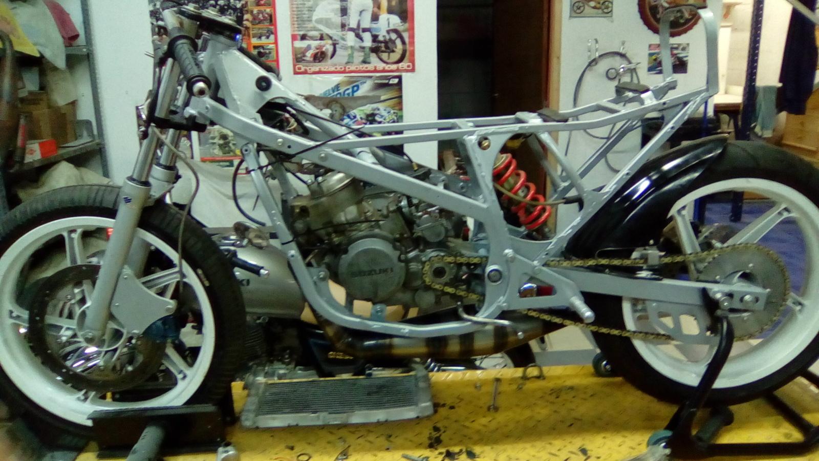 Proyecto Suzuki RG 125 de competición 2urpk74