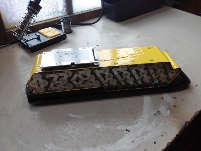 Baterías de celdas 18650 con soldador por puntos Casero. Acwnq0