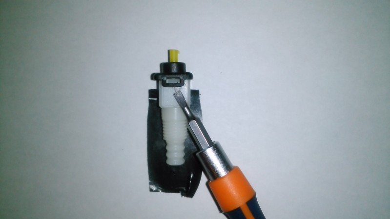 Un brico BBE ( Bueno Bonito y Eficaz ) Cómo poner el corte de señal en las manetas de freno hidráulicas Ao6mi8