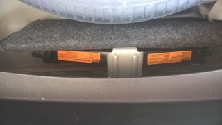 Fixação chave de roda e triângulo N5o50j