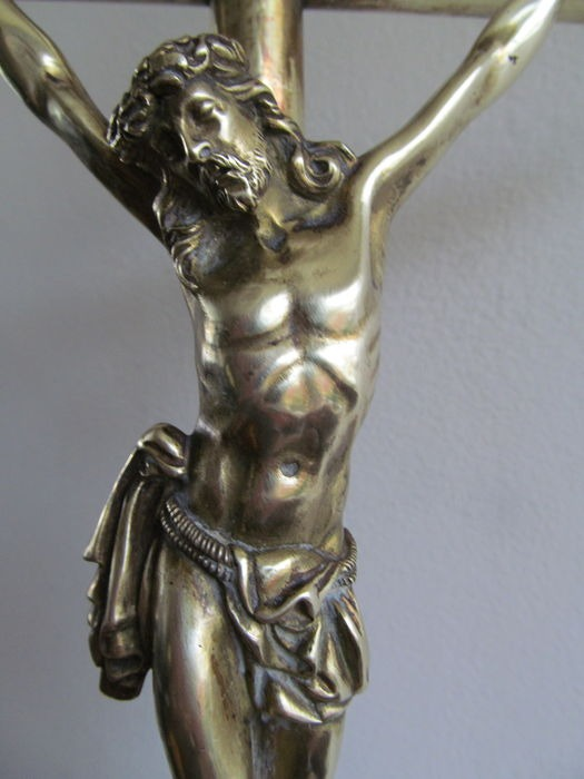 Crucifijo sobremesa bronce Nec9l2