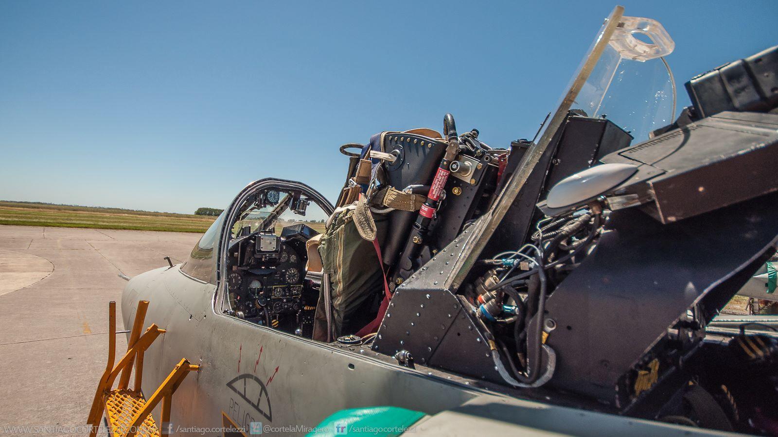 Fotos de la Fuerza Aérea Argentina - Página 3 Os8k6h